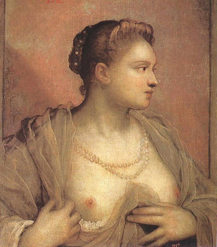 一个女人的肖像露出她的乳房